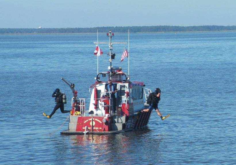 Newport News' newest fireboat, a MetalCraft Marine FireStorm 32, shown here supporting dive operations in Hampton Roads, Virginia.